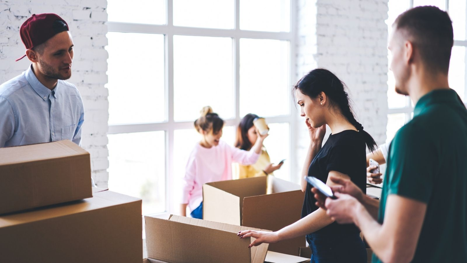 Benefits of Hiring a Moving Company for Your Business Move